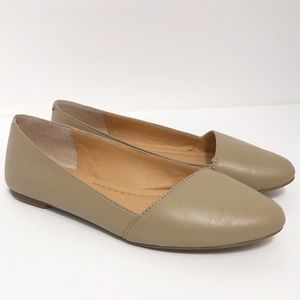 Lucky Brand • Women's Nude Archh Flats Size 6